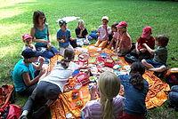 Kindergruppe beim Picknick - Foto: NAJU Stuttgart / M. Ruland