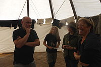 Sabine Wölfle und Daniel Born bei der Lagerführung im Versammlungszelt - Foto: NAJU BW / B. Sittig