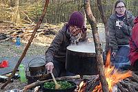 Kochen auf dem Lagerfeuer - Foto: NAJU Hessen